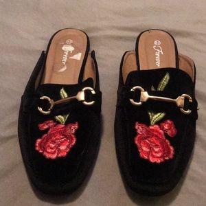 Velvet black with embroidery flower